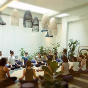 arc-en-ciel-yoga-carousel-centre-element-meditation -plein-cadre